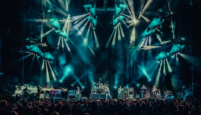 Robe shines with the Dave Matthews Band