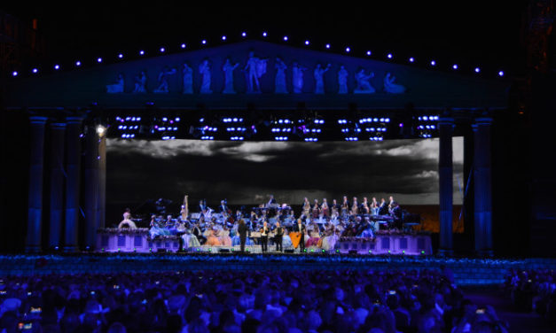 ANDRÉ RIEU LIGHTS UP THE STAGE WITH MARTIN